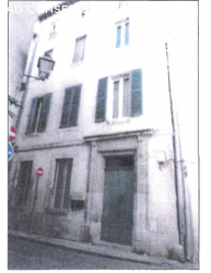 Maison à Carpentras sur 3 étages avec cave et cour